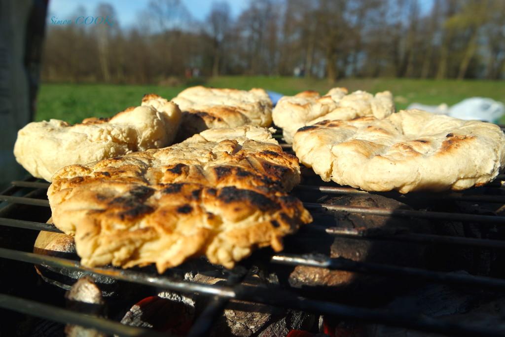 pstrąg grilowany simon cooks chlebek pitta