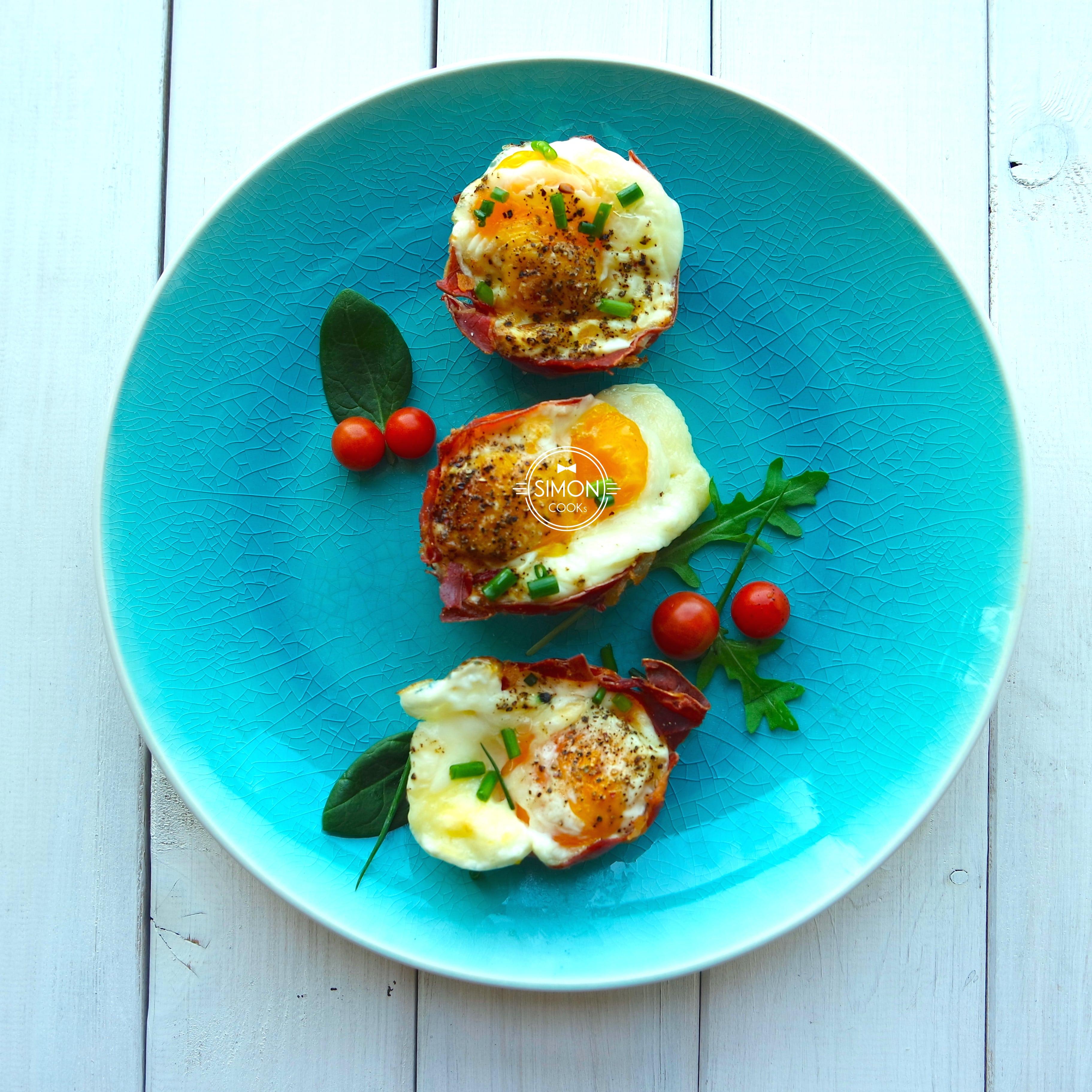 jajko z szynką parmeńską muffinki simon cooks
