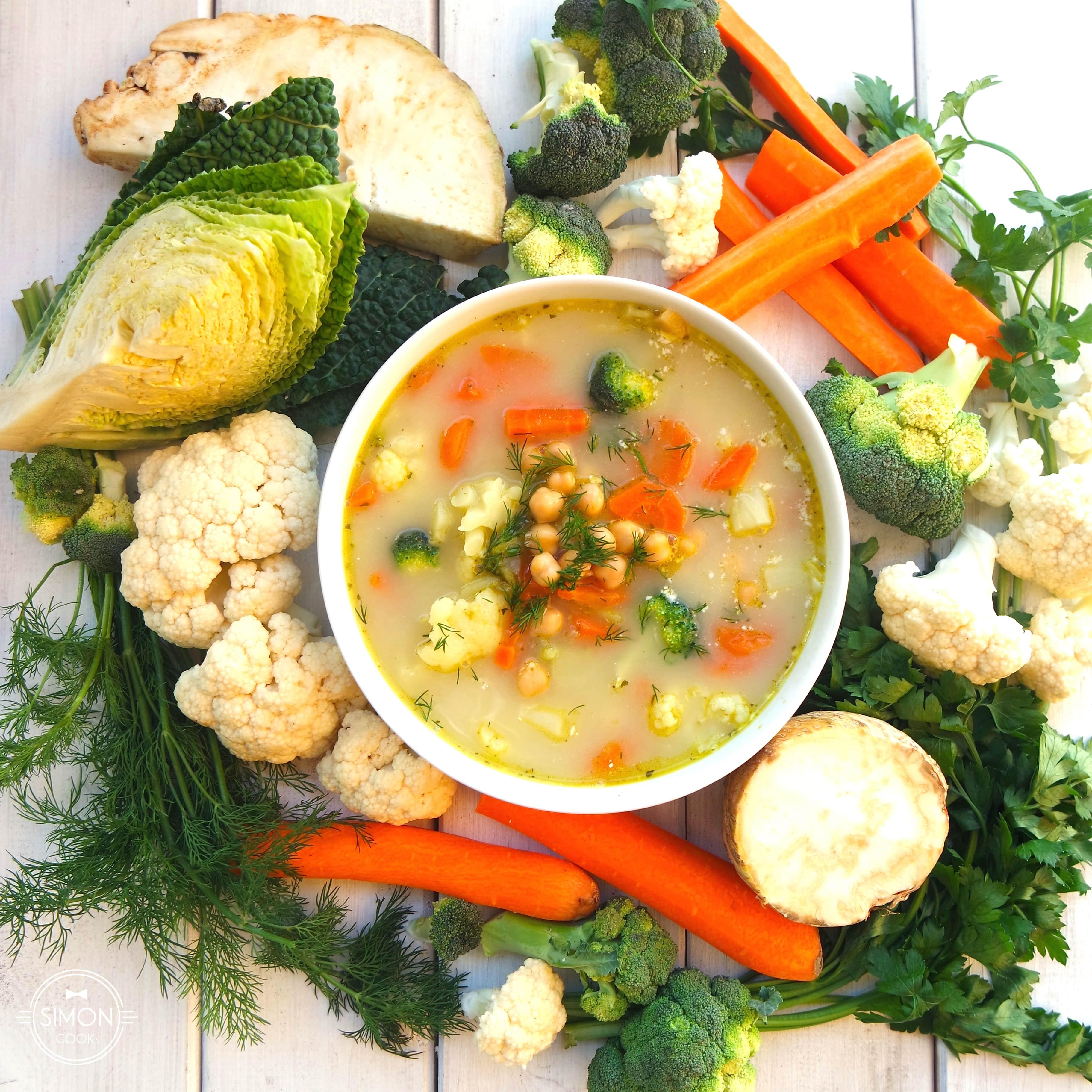 zupa warzywna z ciecierzycą warzywa simon cooks