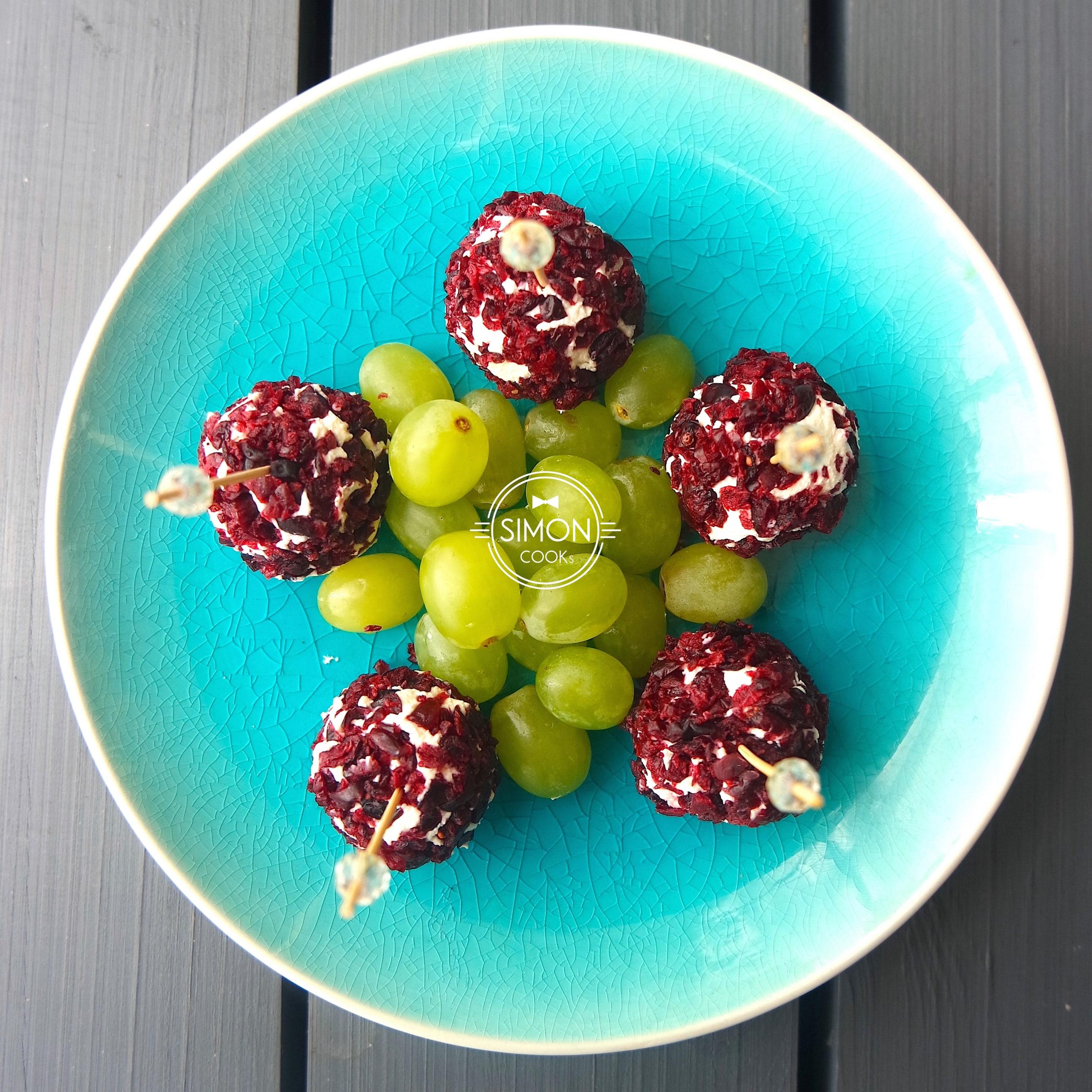 kulki z winogronem serem i żurawiną simon cooks