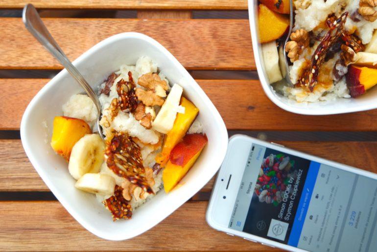 deser śniadanie pudding ryżowy ryż na mleku karmel owoce simon cooks szymon czupkiewicz