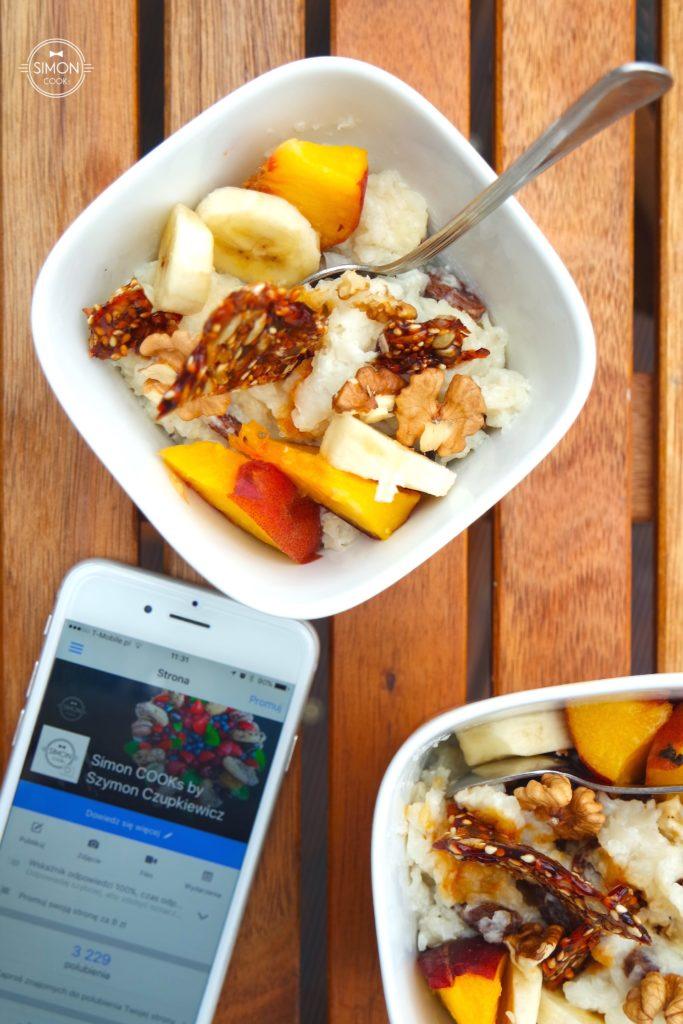 simon cooks deser ryżowy z karmelem bakaliami brzoskwinia sezam