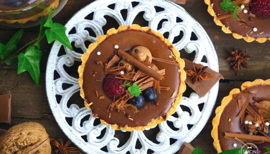 Tartaletka czekoladowa z owocami leśnymi