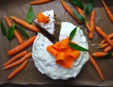 ciasto marchewkowe z bakaliami simon cooks marchewka krem tort