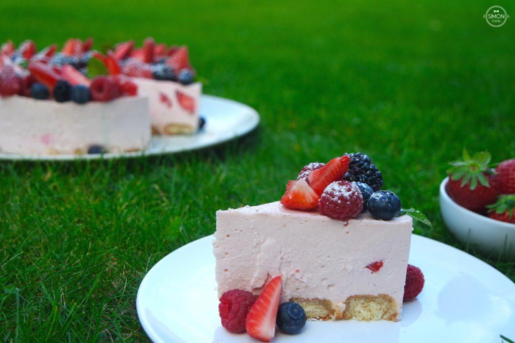 tort truskawkowy sernik na zimno sernik bez pieczenia simon cooks