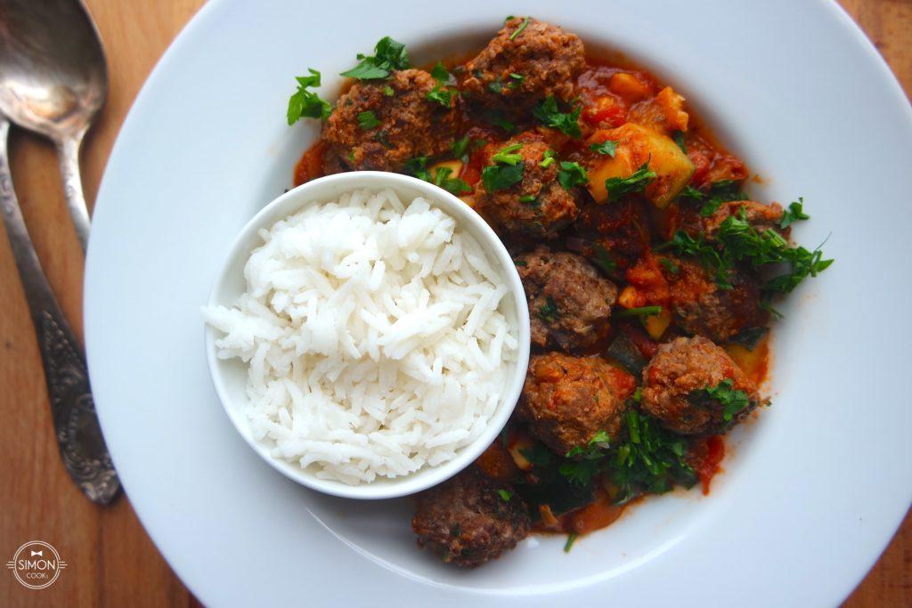 pulpeciki z sosem pomidorowym cukinia pomidory pieczarki wolowina simon cooks philipiak milano